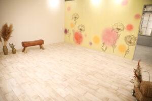 明るい雰囲気のスタジオ